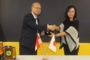 Rektor Universitas AKI Dr. Tri Purwani, S.E., M.M. dengan President Tokyo University of Technology Prof. Isao Karube
